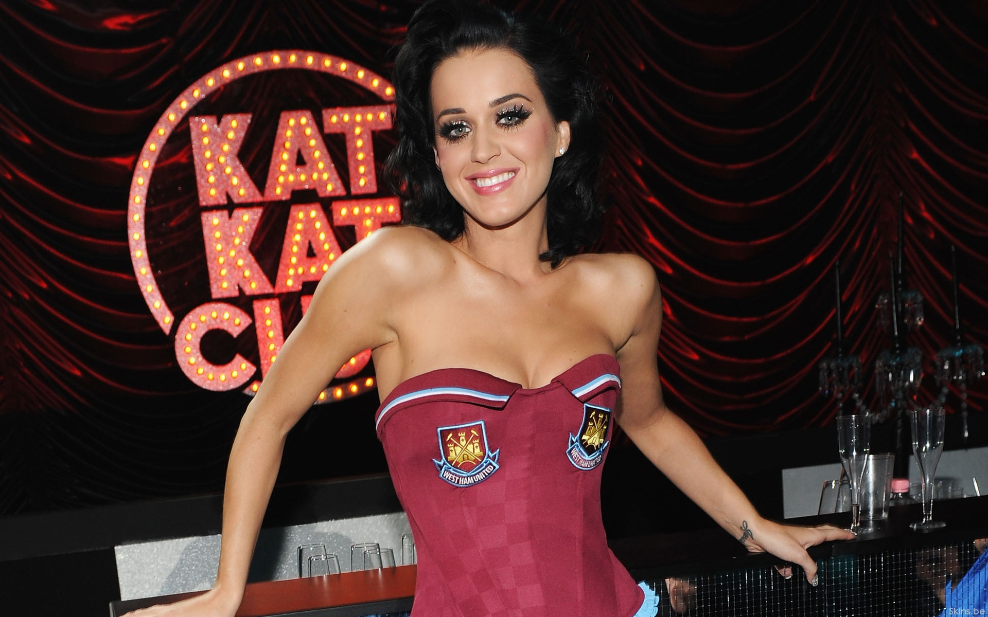 Katy Perry sonriendo - 1920x1200