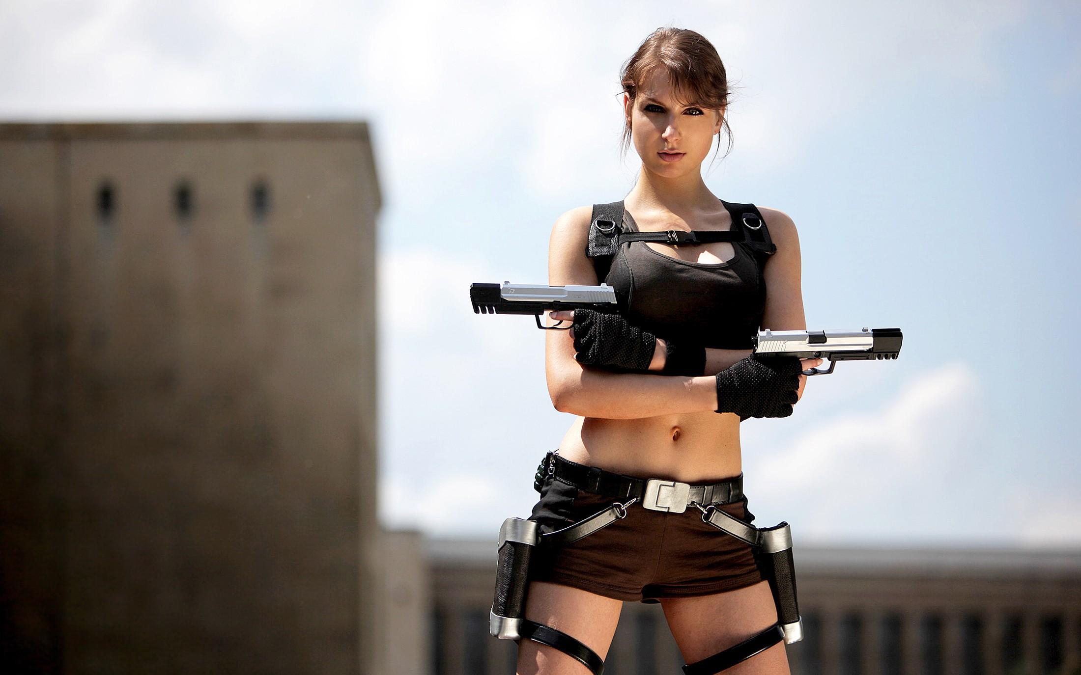 La bella Lara Croft - 2200x1375