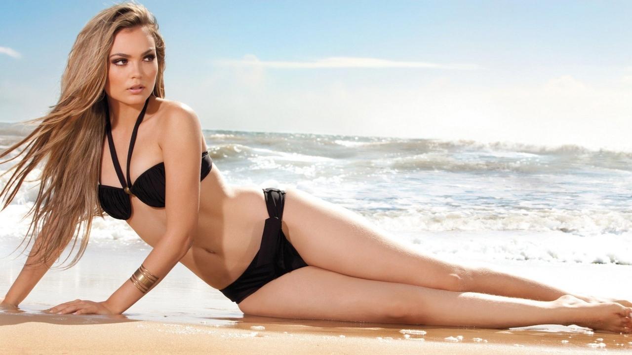 Debora Campos en bikini - 1280x720