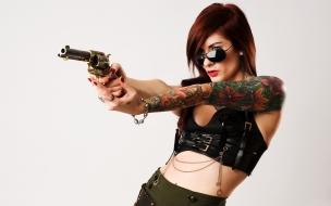 Una pelirroja y un revólver