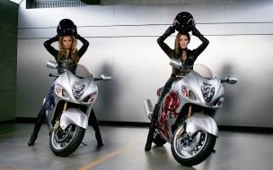 Famosas en motos