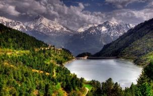 Lago en las montañas
