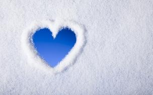 Un corazón con nieve