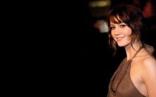 Elizabeth Winstead sonriendo