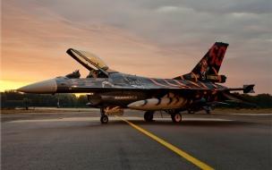 Un jef F 16