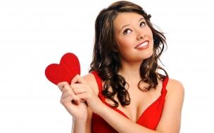 Chica con corazón rojo