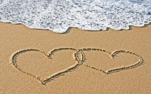 Corazones en la playa