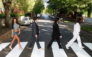 Parodia de Los Beatles en la pista