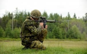 Soldado disparando
