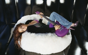 Lindsay Lohan con guitarra