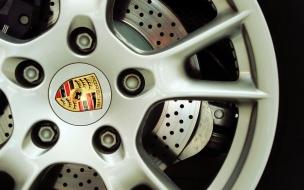 Aros de un Porsche deportivo