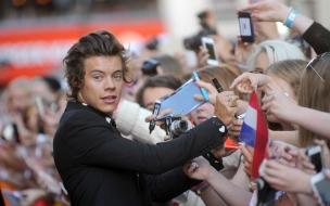 One Direction y autógrafos