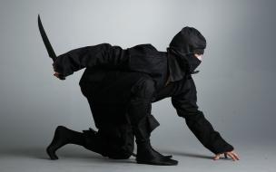 Un ninja de negro