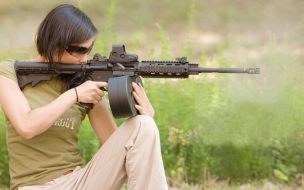 Chicas bellas y armas