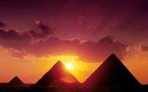 Piramides al atardecer