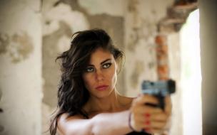 Una chica y pistola