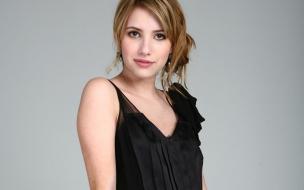 Emma Roberts con vestido