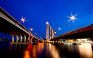 Ciudad y dos puentes