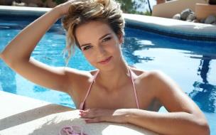Rubia en bikini
