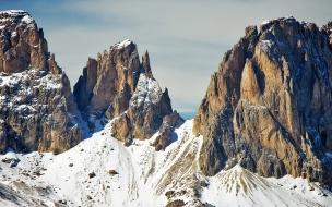Montañas cubiertas por nieve