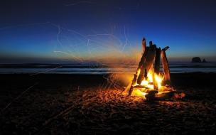 Una fogata en la playa