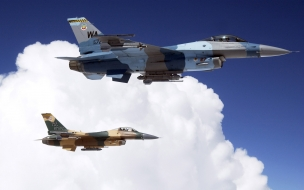 Avion F-16 volando