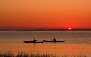 Canoas en lago