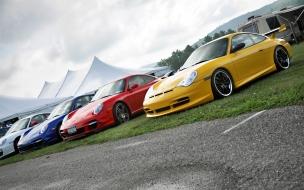Autos Porsche de colores