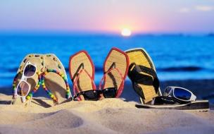Sandalias y lentes