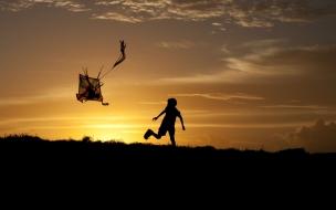 Un niño y una cometa
