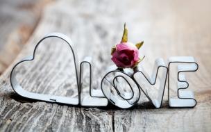 Adornos con la palabra amor