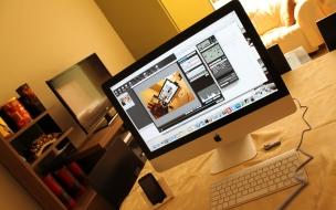 Escritorio con una iMac