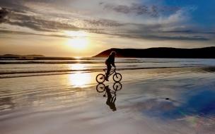 Paseando en BMX por la playa
