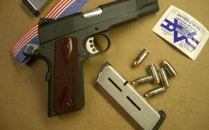 Pistolas y cacerinas