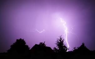 Noche purpura de rayos
