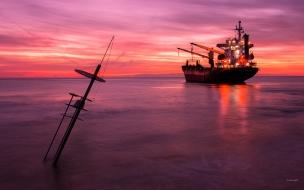 Un atardecer y un gran barco