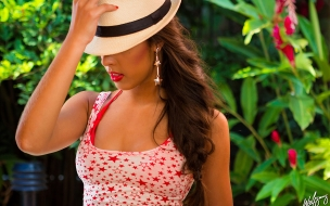 Chica hermosa con sombrero