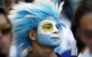 Hinchas Argentinos con cara pintada