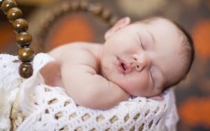 Un bebe durmiendo