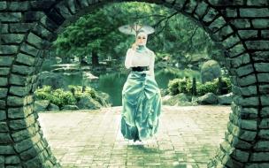 Una mujer flotando