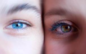 Dos ojos de colores