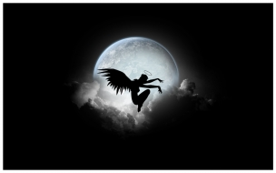 Una chica con alas y luna llena