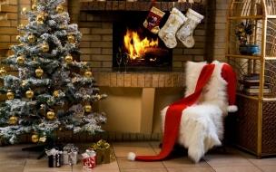 Arbol de navidad en interior de casa