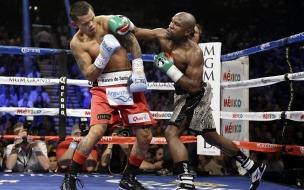 Floyd Mayweather peleando