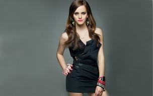 Emma Watson con vestido negro