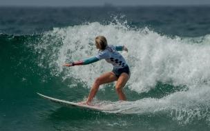 Rubias practicando Surf