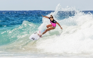 Rubia en bikini Surf
