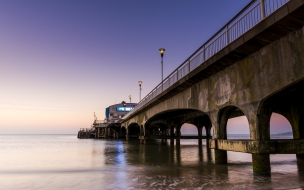 Un puente en el mar