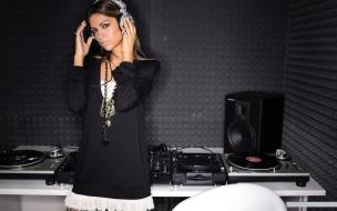 Una hermosa DJ
