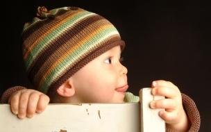 Un bebe sonriente